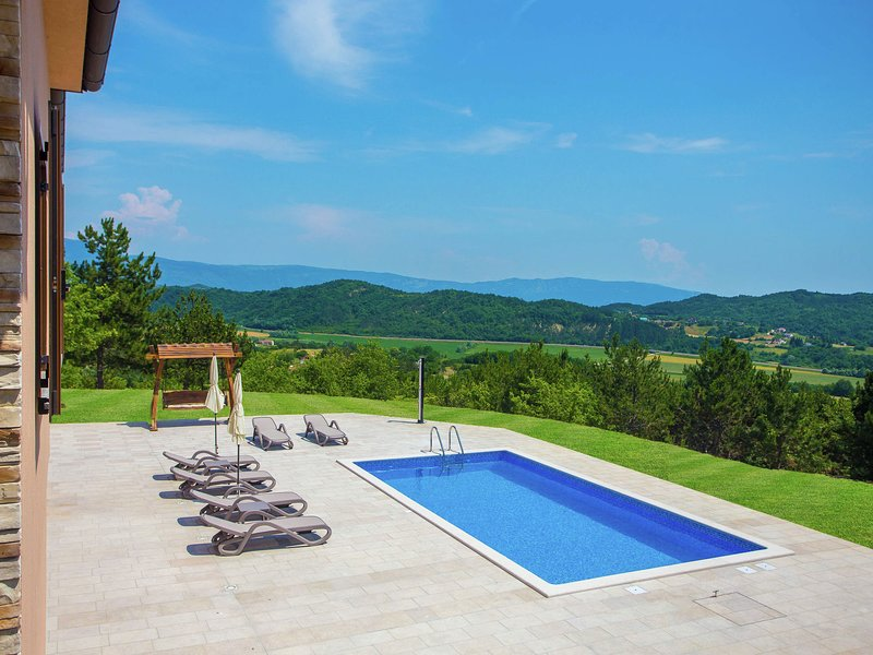 Tranquil Villa in Pazin with Swimming Pool, holiday rental in Lindar