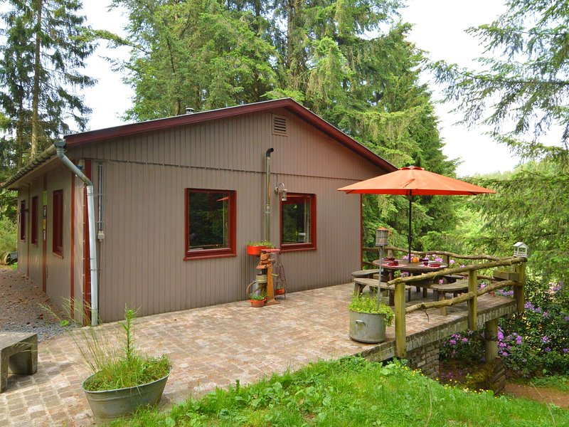 Chalet and gypsy caravan in a green and peaceful environment, near Houffalize, alquiler vacacional en Achouffe