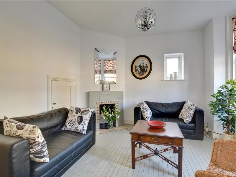 Bright Holiday home in Broadstairs Kent with Television, location de vacances à Kingsgate
