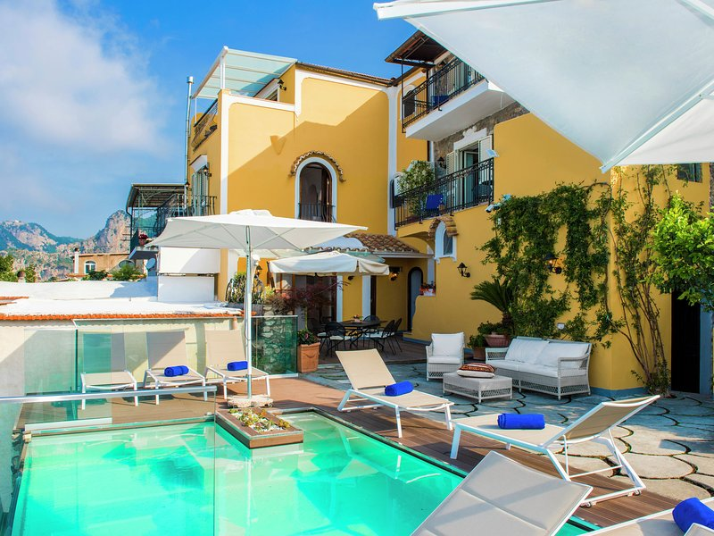 Modern Villa in Naples with a Swimming Pool, holiday rental in Nocelle