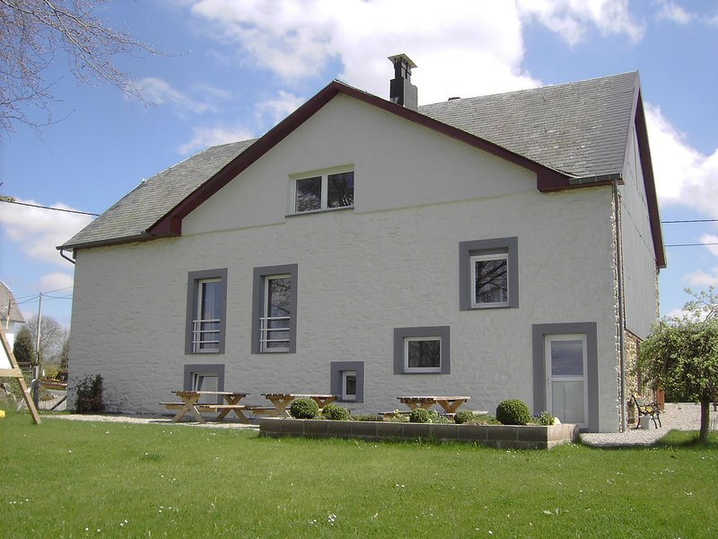 Beautiful Holiday Home in Heppenbach with Garden, vacation rental in Schoenberg