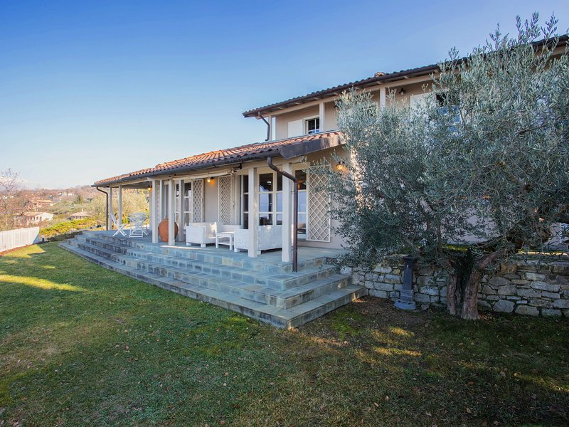 Modern Villa in Magione with Swimming Pool, vacation rental in San Feliciano