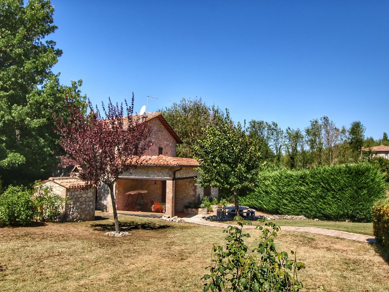 Villa with private pool in the hills, beautiful views and wonderful nature, location de vacances à Civitella del Lago