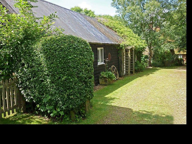 Stunning cottage set in quiet farmyard in Biddenden countryside, vacation rental in Rolvenden