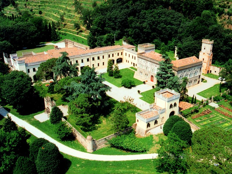 Regal Castle near Padua and Venice with scenic beauty, location de vacances à Battaglia Terme