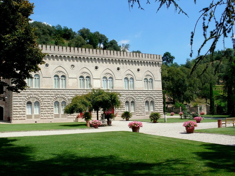 Wonderful castle just 25 km from Padua and 65 km from Venice, vacation rental in Valsanzibio