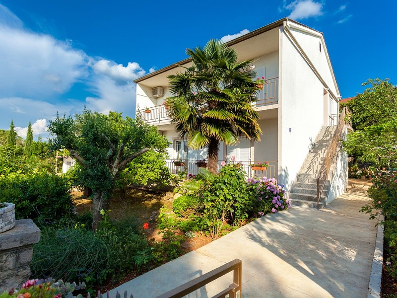 Enticing Apartment in Malinska near the Sea, holiday rental in Milcetici