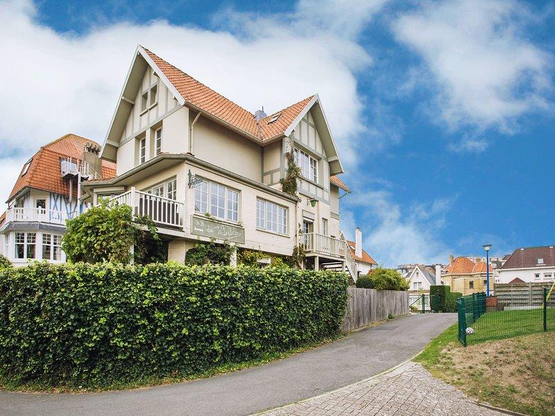 Beautiful villa 200 metres from the sea, location de vacances à Nieuwpoort