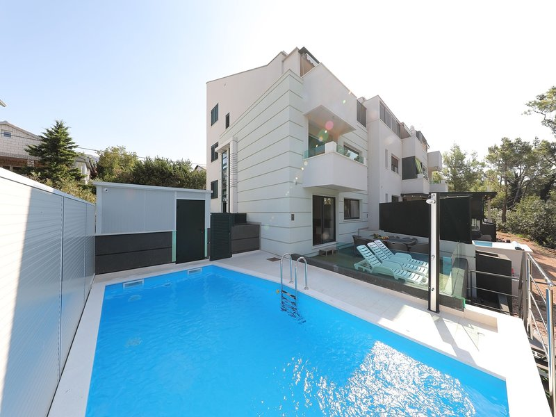 Cozy Villa in Seline with Private Swimming Pool, holiday rental in Seline