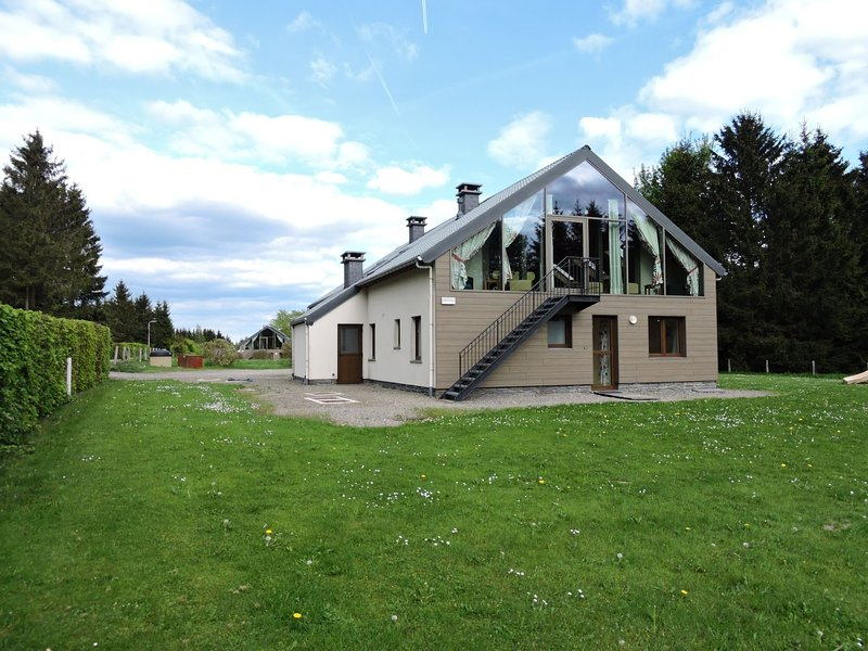 Group house close to the ski slopes at Ovifat, holiday rental in Sourbrodt