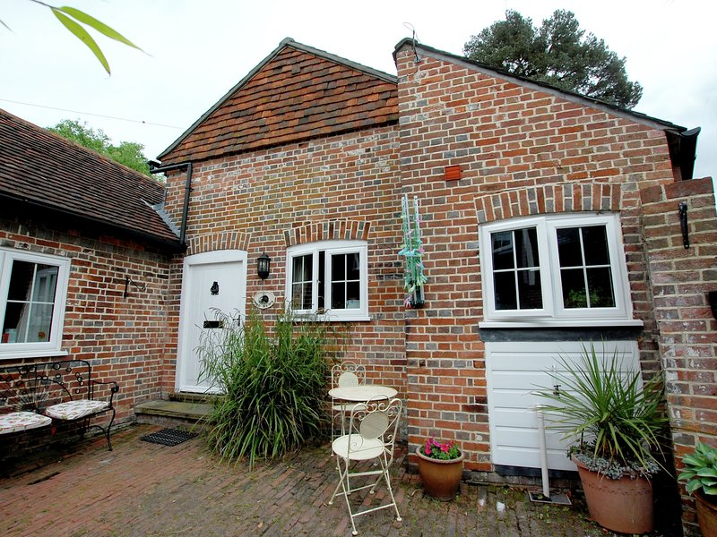Converted stables with lovely interior nearby Goudhurst, holiday rental in Goudhurst
