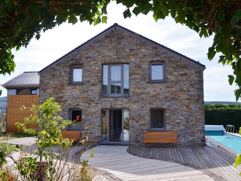 Gorgeous holiday home in Stoumont with private garden, location de vacances à La Gleize