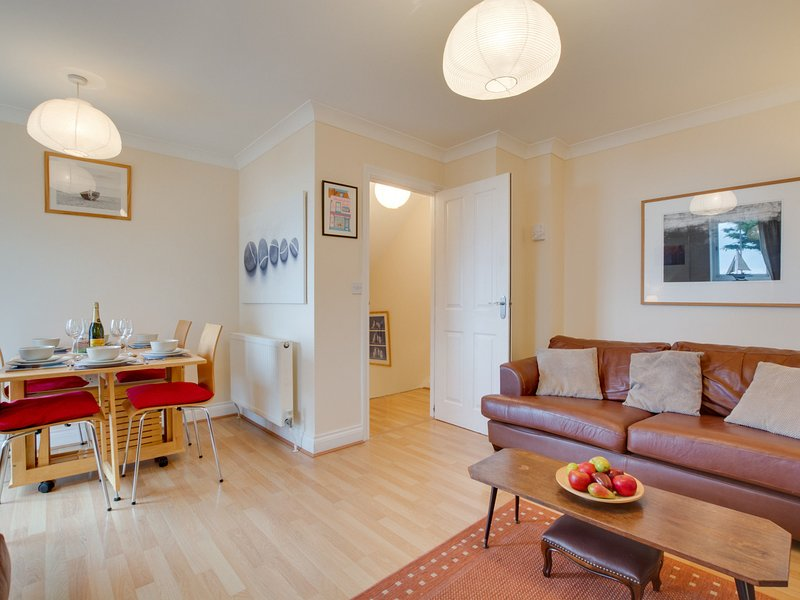 Bright Holiday Home in Whitstable Kent with Private Parking, location de vacances à Seasalter