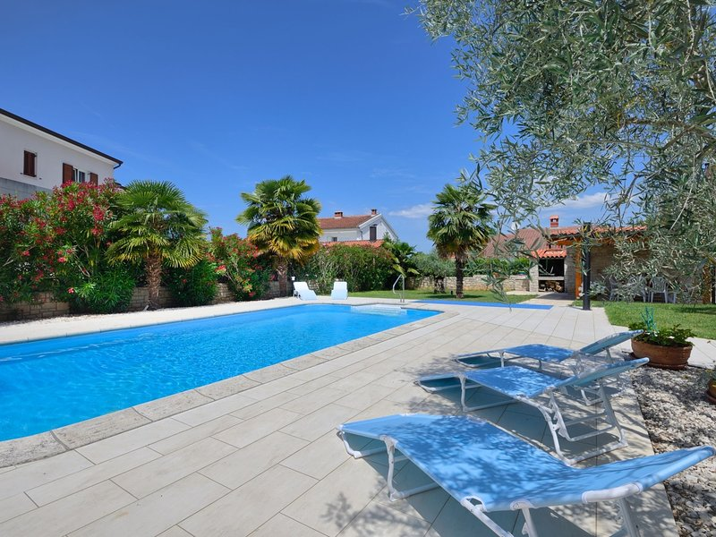 Splendid Apartment in Porec with Swimming Pool, holiday rental in Mali Maj