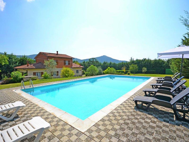 Splendid Holiday Home in Cortona with Private Swimming Pool, location de vacances à Pergo