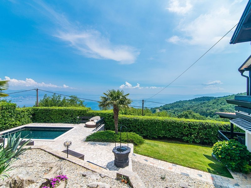 Chic Villa in Icici Croatia With Private Swimming Pool, holiday rental in Veprinac