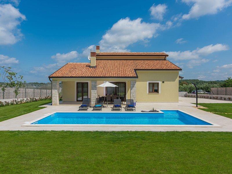 Peaceful Villa in Fuškulin with Swimming Pool, holiday rental in Fuskulin