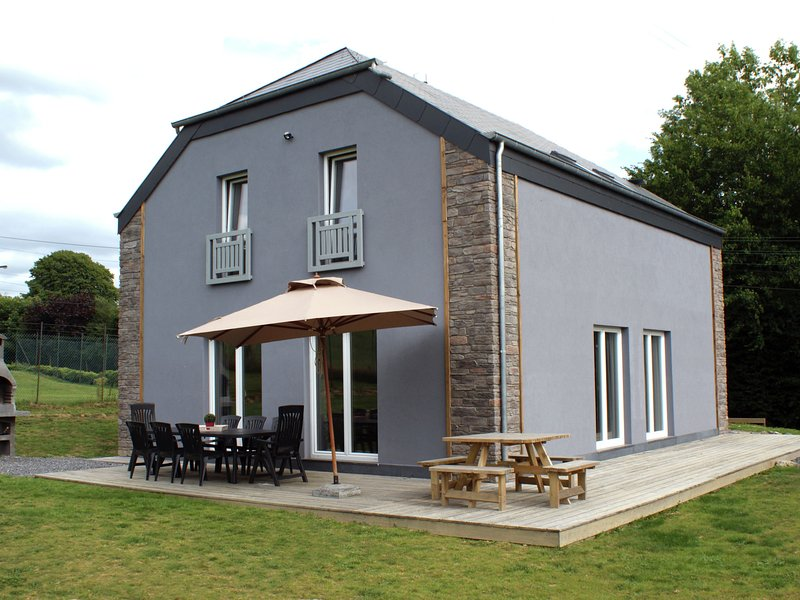 Cosy holiday house for families or small groups, with many leisure opportunities, location de vacances à Ortho