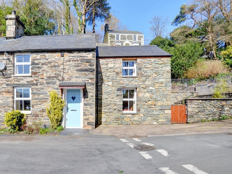 Cosy holiday home in Penrhyndeudraeth with Terrace, holiday rental in Prenteg