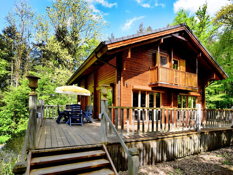 Beautiful Chalet with Sauna near the Forest in Durbuy, location de vacances à Villers-Sainte-Gertrude