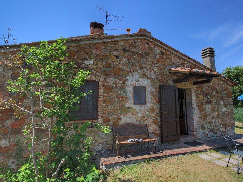 Cozy Farmhouse in Casole d'Elsa with Private Garden, alquiler vacacional en La Selva