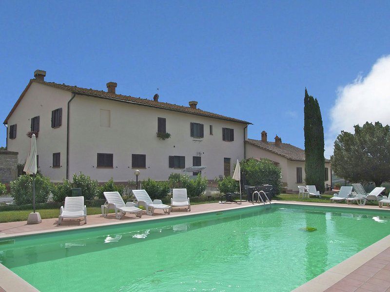 Authentic farmhouse in the Val D'Orcia with pool and stunning views, holiday rental in Radicofani