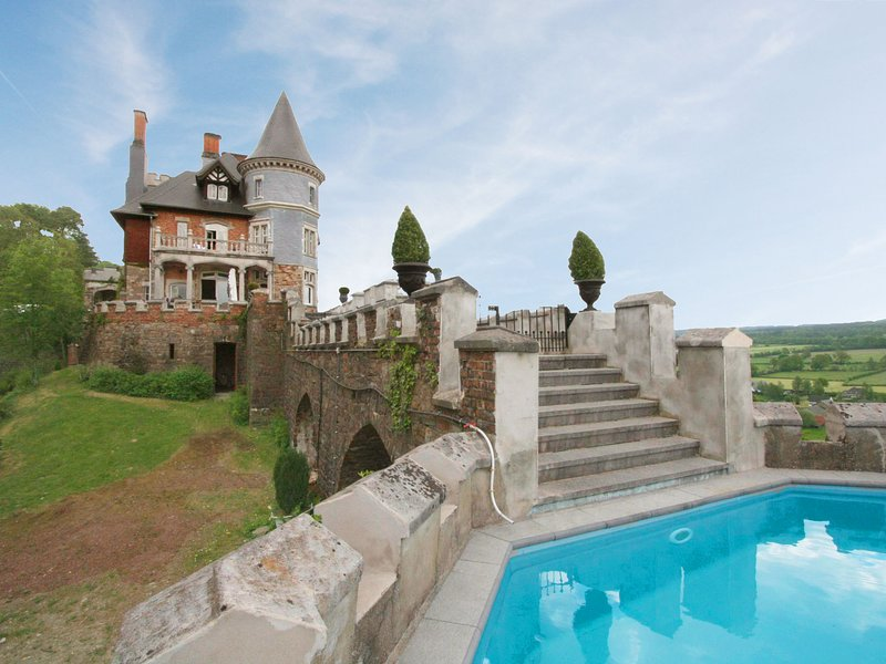 Cozy Castle in Spa with Sauna and Private Pool, vacation rental in Limbourg