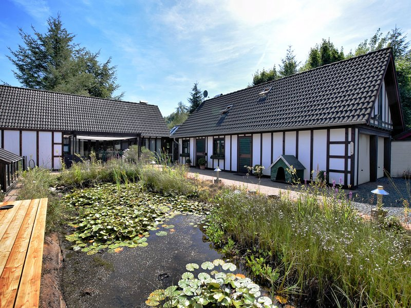 Peaceful Holiday Home in Bütgenbach with Garden, holiday rental in Leykaul