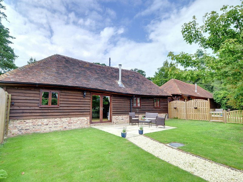 Rustic Holiday home in Cranbrook Kent with Lawn, vacation rental in Rolvenden