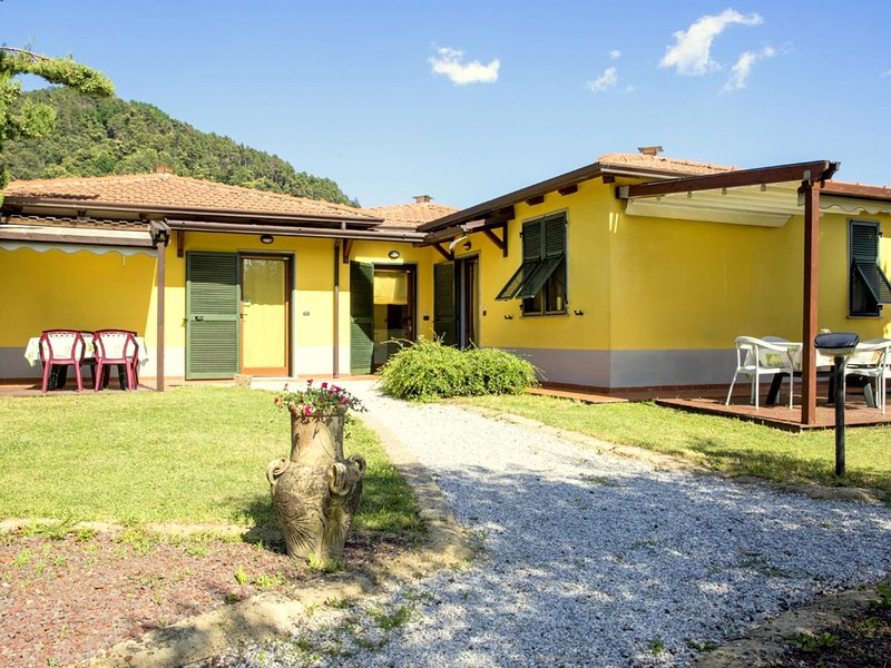 Small and charming residence in the hills surrounding La Spezia, vakantiewoning in Santo Stefano di Magra