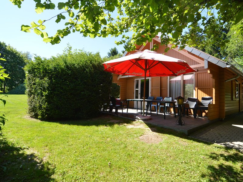 A wooden chalet located in a quiet and green environment, for 5 people, holiday rental in Sourbrodt