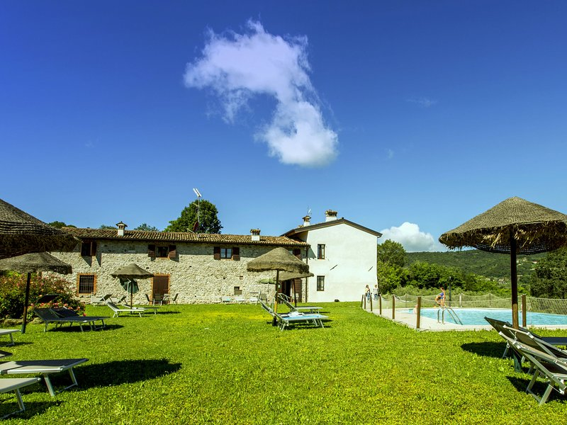 Luxurious Holiday Home with Pool in Salò, holiday rental in Cunettone di Salo