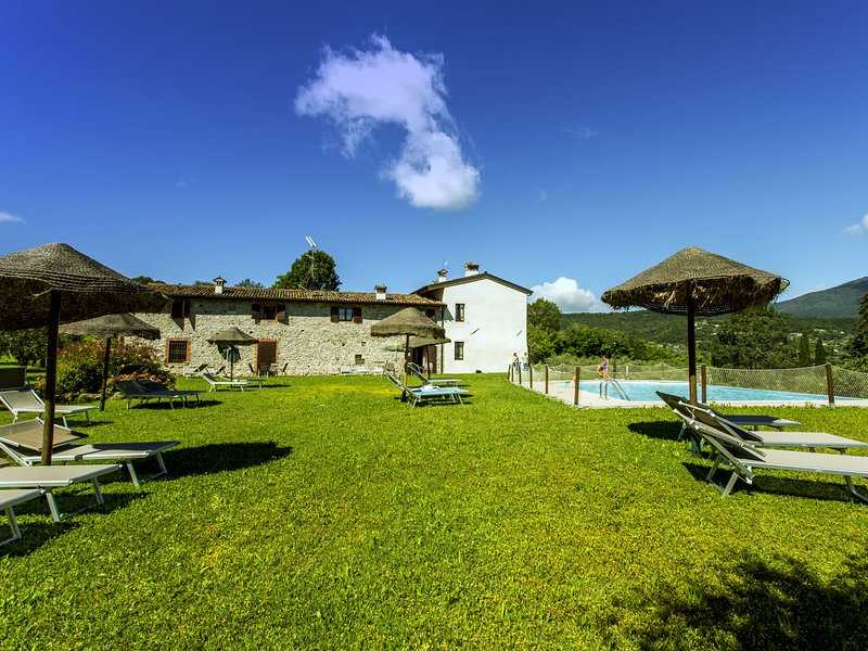 Garda Lake, nice residence with panorama pool, holiday rental in Cunettone di Salo