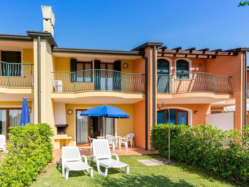 Well-kept apartment with AC on beautiful Isola di Albarella, casa vacanza a Taglio di Po
