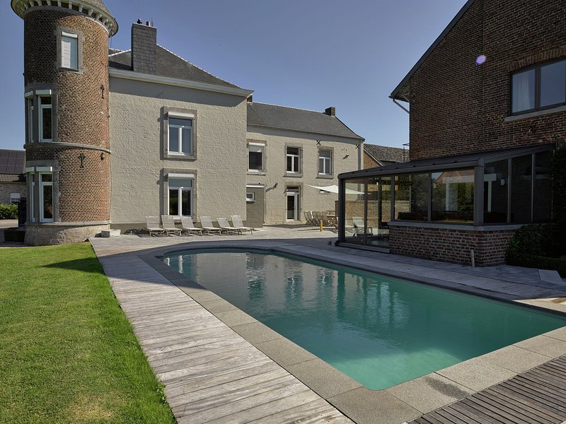 Cozy Castle in Thimister-Clermont with Pool, vacation rental in Limbourg