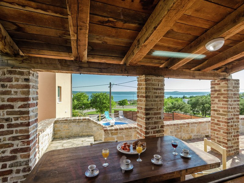 Splendid Holiday Home in Jasenice with Swimming Pool, vacation rental in Maslenica
