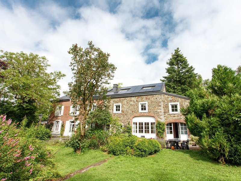 Lavish Farmhouse in Ambly with Forest View, aluguéis de temporada em Nassogne