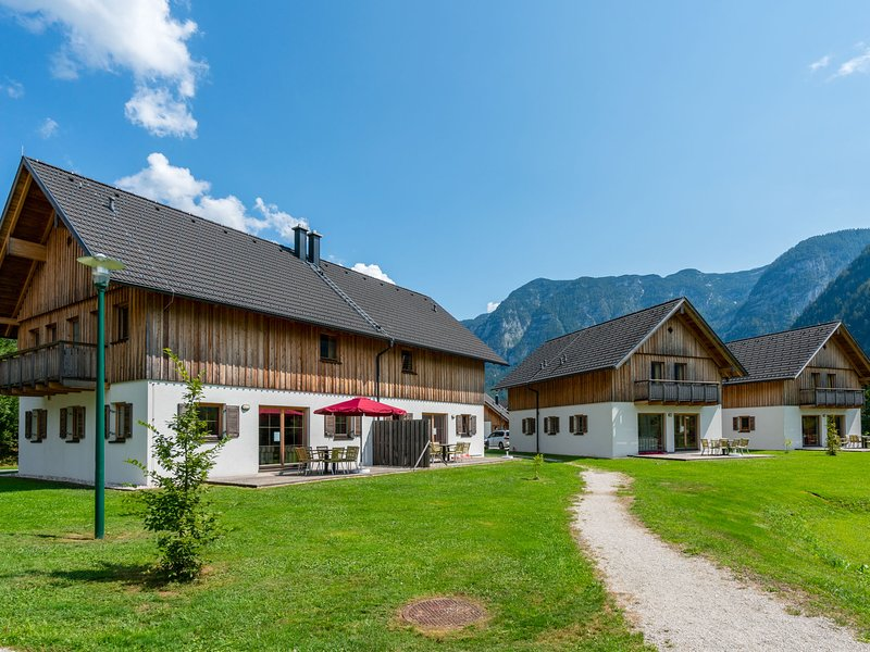 Modern Apartment in Obertraun, with terrace, holiday rental in Altaussee