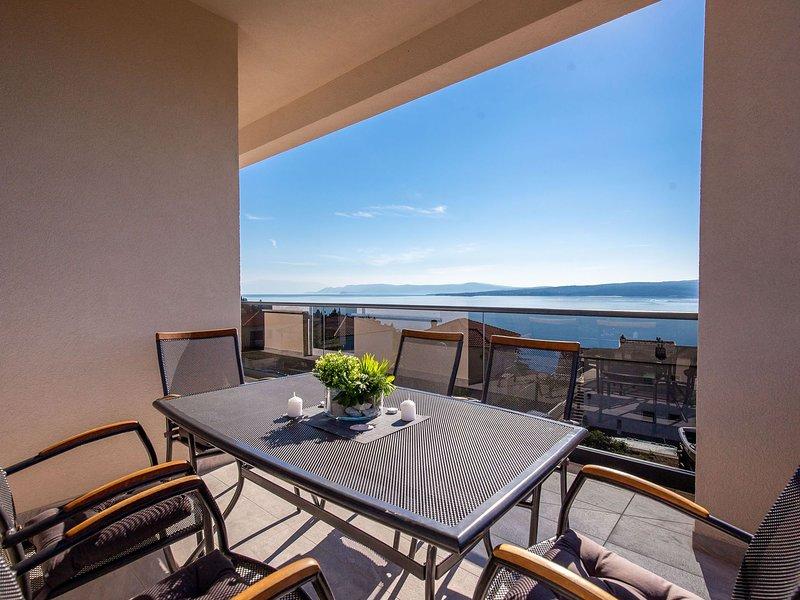 Spacious apartment with swimming pool and jacuzzi. Sea view ! – semesterbostad i Dramalj