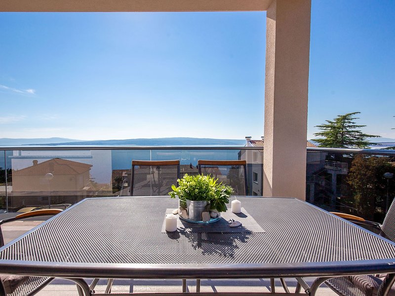 Comfortable apartment with swimming  pool and jacuzzi. Sea view ! – semesterbostad i Dramalj