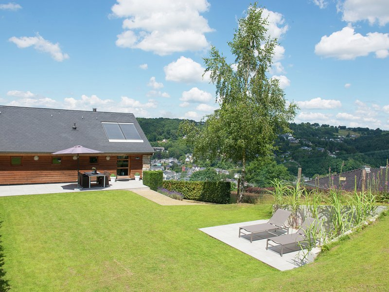 Luxury Apartment in Malmedy with Jacuzzi, holiday rental in Malmedy