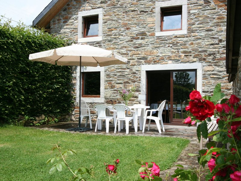 Completely new, attached gite with sauna at the on the edge of a nature reserve, holiday rental in Robertville