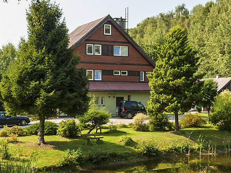 Cozy Cottage in Szymbark With Pond, holiday rental in Postolowo