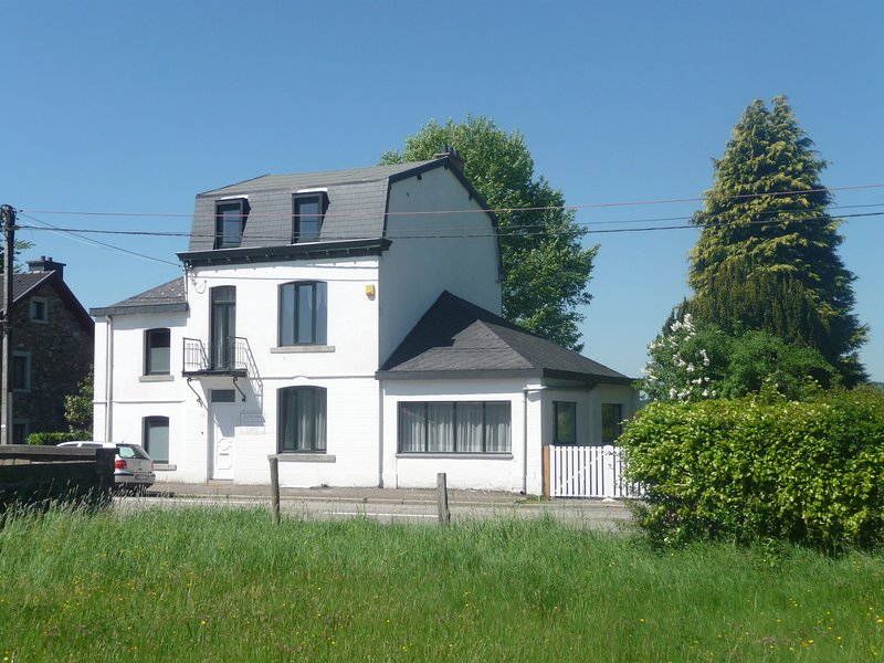 Cozy Holiday Home in Francorchamps Belgium with Terrace, holiday rental in Hockai