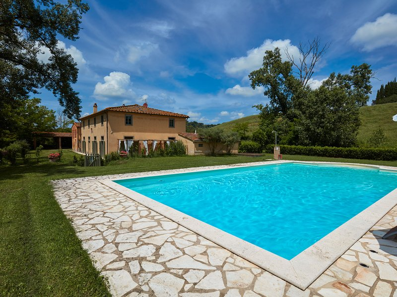 Luxurious Villa in Ghizzano Italy with Swimming Pool, alquiler vacacional en Ghizzano
