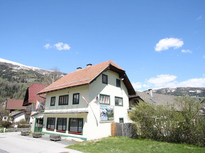 Cosy Apartment in Sankt Margarethen im Lungau, with ski lift nearby, holiday rental in Katschberghohe