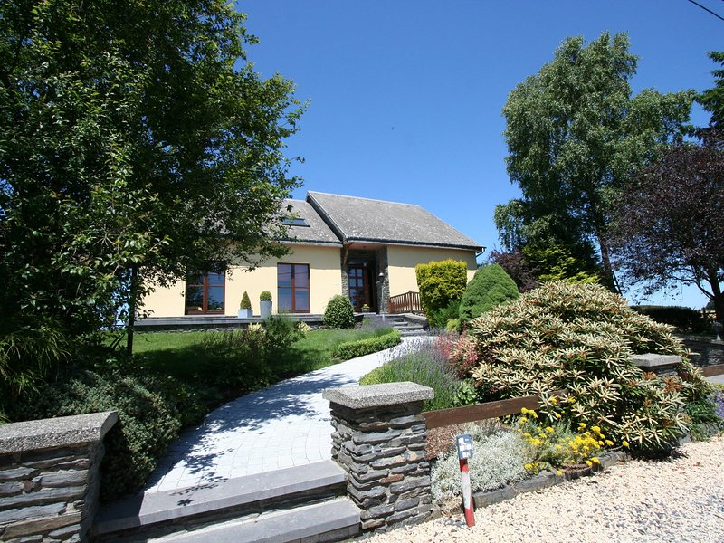 Peaceful Cottage in Ardennes with Private Terrace, vacation rental in Bastogne