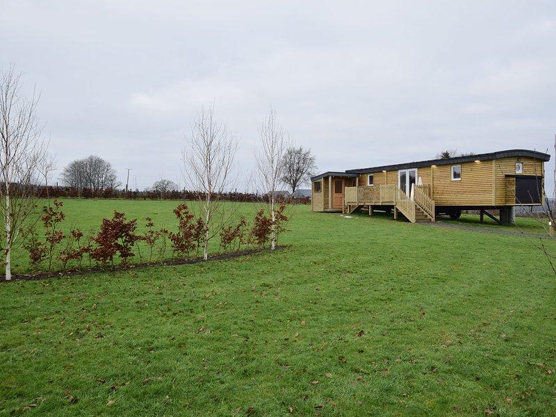 Quaint Mobile Home with Sauna in Vielsalm, location de vacances à Bovigny
