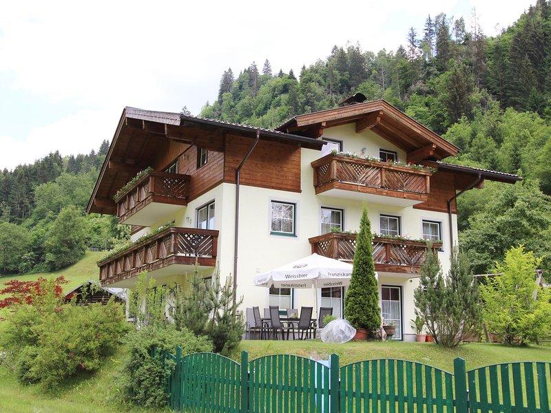 Modern Apartment in Großarl Salzburg with Sauna, holiday rental in Dorfgastein