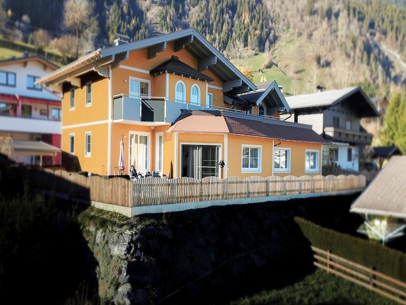 Luxurious Mansion  in Goldegg near Skiing Area, vacation rental in Goldegg